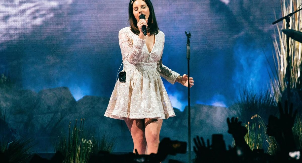 Lana Del Rey's 'LA to the Moon Tour' Used a L-ACOUSTICS K1 System to Isolate Pop Star's Sultry Voice