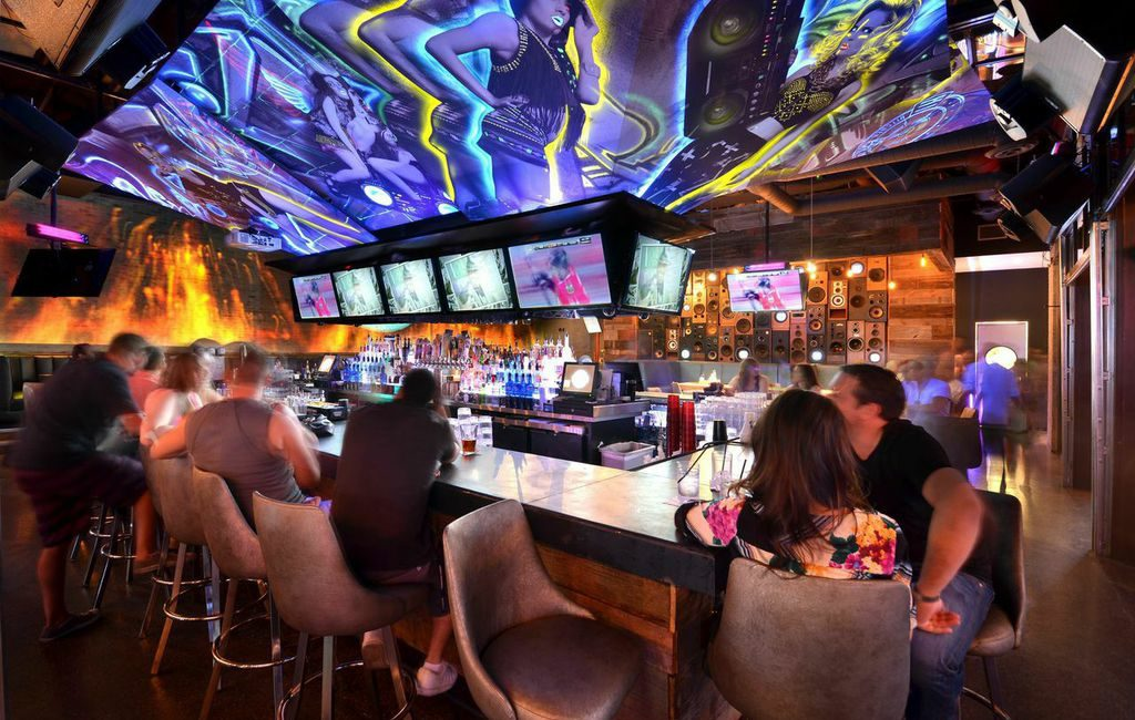 Sports Fans and Nighttime Revelers Enjoy AV Upgrades at Hi-Fi Kitchen and Cocktails